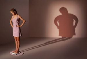 Cum apare anorexia, tulburarea de comportament alimentar generată de obsesia anormală privind greutatea