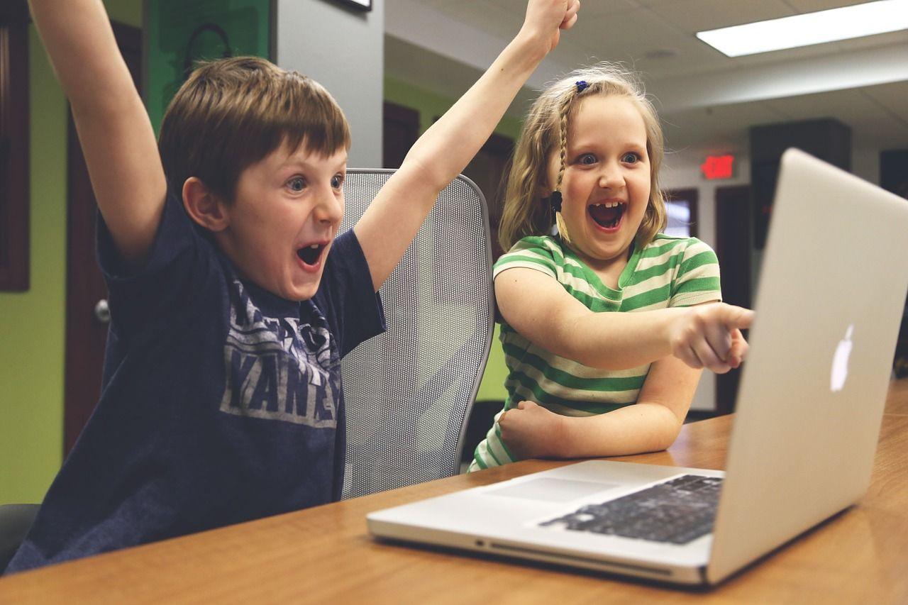 Ce boli riscă al tău copil dacă folosește tehnologia în exces. Unde duce abuzul de gadgeturi