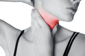 Cum se manifestă cancerul de tiroidă. Tusea și răgușeala, semne de alarmă
