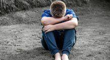 Copiii se refugiază în mâncare din cauza singurătății. Obezitatea și autismul virtual, marile încercări ale noii generații