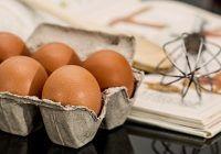 Atenție la cifrele inscripționate pe ouăle din comerț! Ce ouă consumă românii
