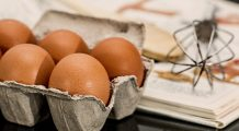 Consumați ouă cu prudență! Situațiile în care pot deveni un pericol pentru sănătate