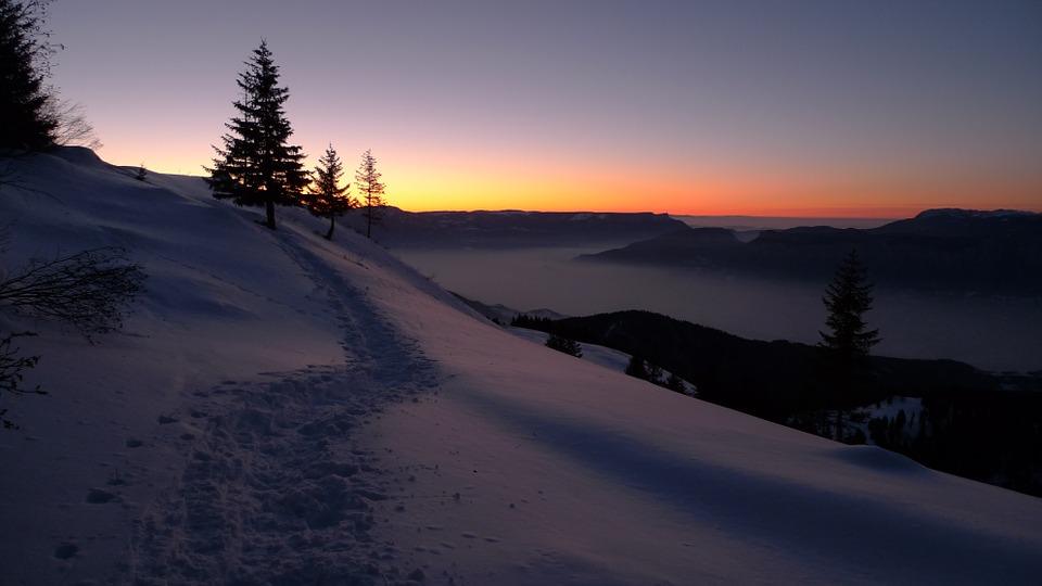 Se întâmplă astăzi. Solstițiul de iarnă, cea mai lungă noapte din an. Ce obiceiuri străvechi au românii pentru acest eveniment