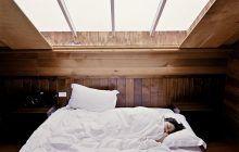 Ce spun specialiștii despre persoanele care dorm la prânz. Este acesta un semn de boală?