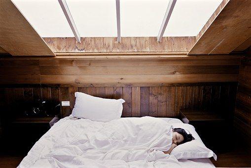 """Când și cât dormim? Neurolog: """"Somnul resetează și regenerează creierul și sistemul nervos"""""""