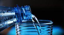 La ce să fiți atenți când cumpărați apă minerală și sucuri. Nereguli grave, descoperite de Protecția Consumatorilor, în legătură cu aceste produse