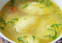 Cum să faci cea mai bună supă cu găluște pufoase. Este un deliciu
