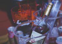 Ce se întâmplă dacă bei alcool când ești tânăr. Sunt suficiente 4 beri pentru a fi expus acestui risc important