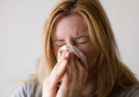 Îți curge sânge din nas, iar primul sentiment e panica. Care sunt cauzele sângerărilor nazale, cât sunt de grave și ce măsuri trebuie să iei de îndată