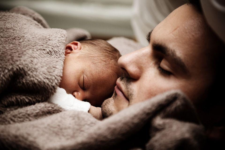 Țara care oferă cel mai mare concediu paternal. Legea a intrat de azi în vigoare