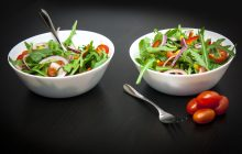 Salata care întărește oasele, scade colesterolul și combate anemia