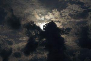 Cod de furtună în astral! Supranumită Luna Plină a Tunetului Negru, e bine să ne pregătim pentru un intens flux energetic