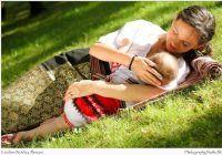 """Laptele este iubire. Expoziţie cu mămici alăptând """"Din dragoste pentru cei mici"""" la Spitalul Filantropia"""