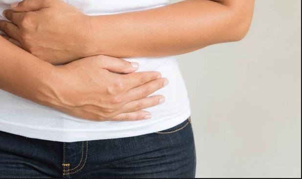 Simptomele înșelătoare ale cancerului ovarian. Atenție la balonare!