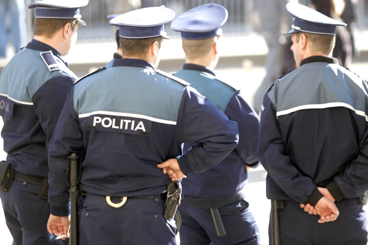 """Atitudinea polițiștilor români la reclamațiile de viol: """"Dacă nu s-ar îmbrăca provocator și n-ar avea sânge de curvă, n-ar intra în belele"""""""