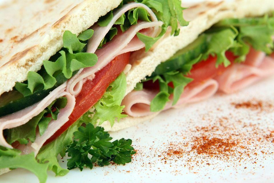 Sezonul toxiinfecțiilor alimentare. Lista alimentelor care îți pot strica vacanța la mare