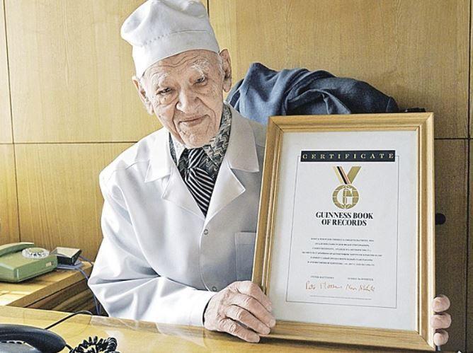 """Regimul de viață recomandat de un chirurg celebru, care a trăit 103 ani: """"E metoda sigură de a evita intervențiile chirurgicale!"""""""