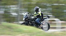 """O jurnalistă atenționează motocicliștii: """"Nu face slalom printre benzi și nu fi nesimțit! Strecuratul spre semafor nu e un drept, e o toleranță a șoferului, nu ai moștenit șoseaua de la părinți!"""""""