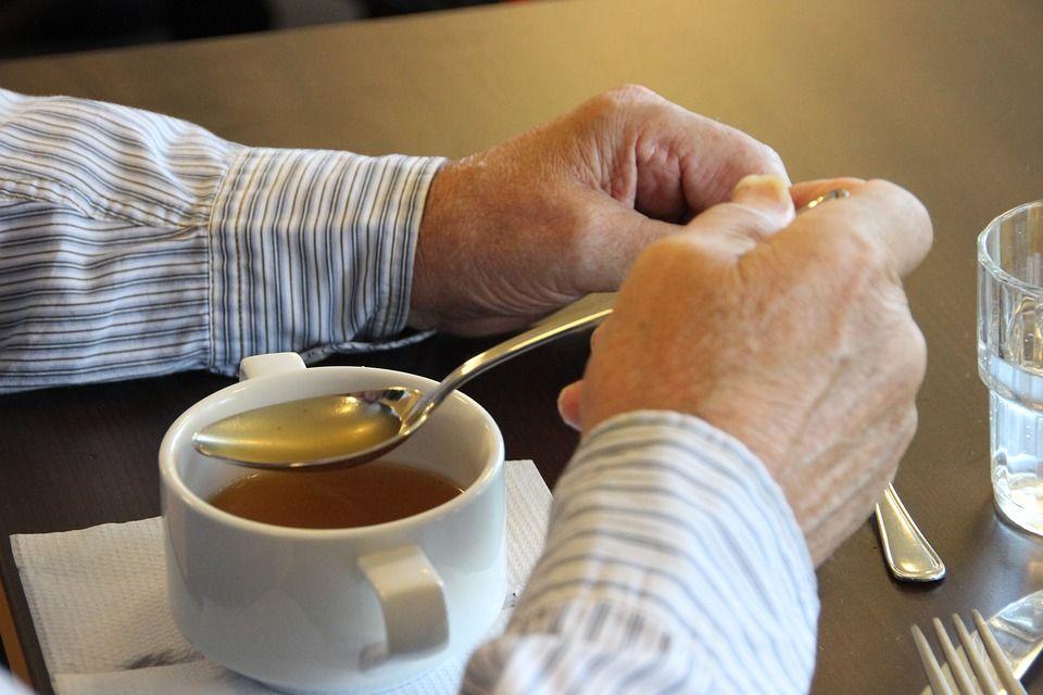 Acest aliment este un adevărat elixir anti-îmbătrânire. Conţine colagen şi nutrienţi care ajută articulaţiile, pielea şi întregul organism