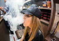 Pericol major de dezvoltare a cancerului pulmonar nu doar pentru fumătorii de țigări electronice, ci și pentru cei care le inhalează fumul. Și totul se întâmplă într-un an
