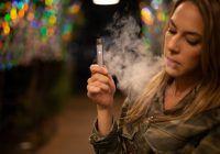 Țigările electronice fac ravagii! Medicii tratează boli pulmonare grave în urma acestui viciu