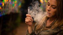 Medicii au identificat o nouă afecțiune cauzată de țigara electronică! Nu există produs sănătos, doar adolescenți creduli