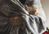Mâinile și picioarele mereu reci ar putea indica hepatita sau diabetul. Iată cu ce analize puteți descoperi adevărata cauză