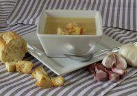 Cum să-ți prepari o supă cu efect de antibiotic. Te scapă de infecții respiratorii și restabilește echilibrul florei intestinale