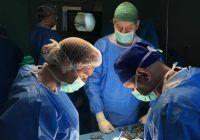 Au salvat genunchiul unui tânăr cu transplant ligamentar de la donor decedat! Operație spectaculoasă a acestor medici români