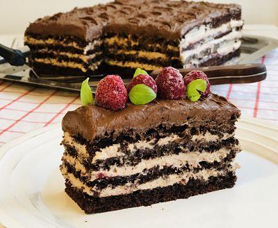 Deliciu pe masa de Revelion! Cum pregătești spectaculosul tort de ciocolată cu zmeură și mascarpone