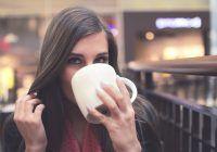 Băutura dimineții care face minuni în corp. Scade colesterolul, curăță ficatul și colonul