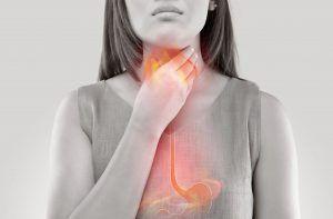 Când stomacul începe să-și refuleze conținutul, e primul semn că această boală se instalează. Medic: Supraalimentarea e una din cauze