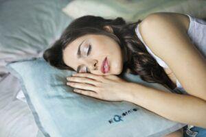 Alimente și băuturi cu efect de somnifer. Consumă-le înainte de culcare pentru un somn odihnitor