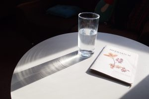 Ce este deshidratarea cronică? Ce o cauzează și cum o putem preveni?