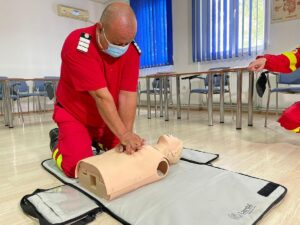Măsuri de prim ajutor în caz de leșin. Fiecare secundă contează! Cum se face manevra deresuscitareîn caz de stop cardio-respirator?